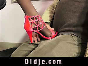 jaw-dropping Teeny entice An elderly guy With Her perfect soles
