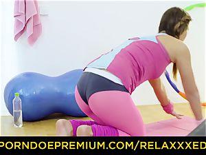 RELAXXXED - Naomi Bennet rails trainers fat dick