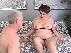 plump novice pounds and jizz in the throat