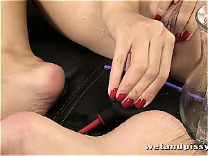 sweetheart Kira queen makes her tights a dirt with urinate