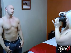 AgedLovE handy dude Seduced by Mature doll