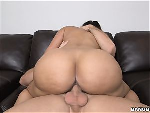 super-fucking-hot maid Mercedes Carrera does anything to get paid more