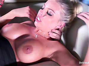 Britney gets a deep fuckpole and fountain on her ass