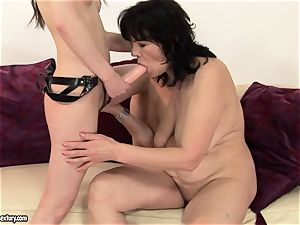 Anna Marie La Sante put string on and tear up a mature nymph