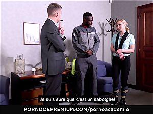 porno ACADEMIE - anal three-way with blond college girl