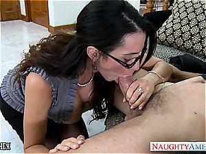 Ariella Ferrera has wondrous glasses and luvs man sausage
